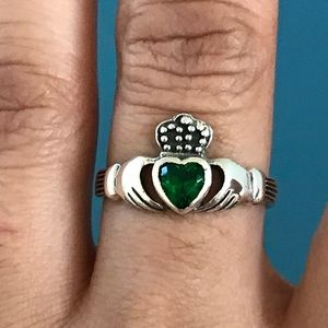 Jewelry - Sterling Silver Celtic Emerald Claddagh Ring